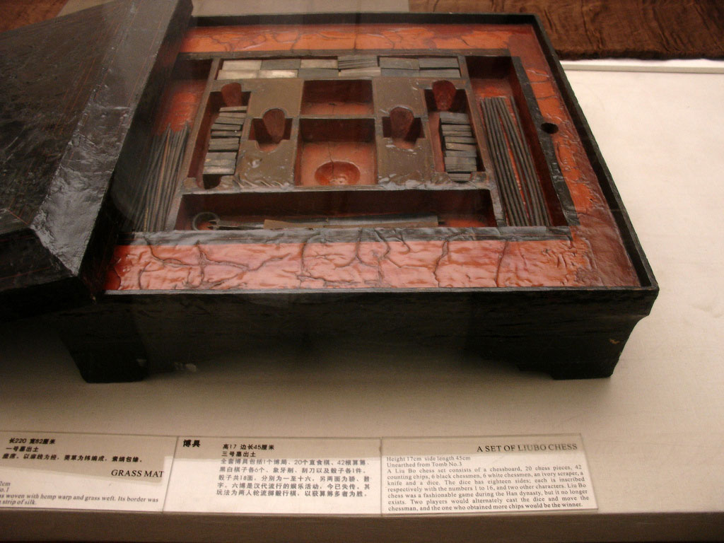 excavated-liubo-set