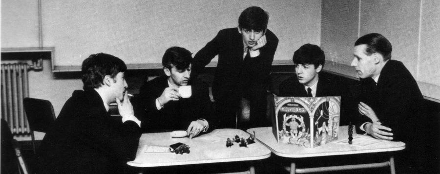 اعضای گروه بیتلز در حال بازی D&D
